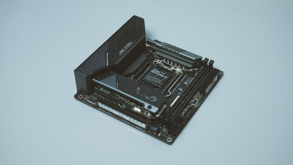 ASUS ROG Strix Z490 I Gaming Preview 1