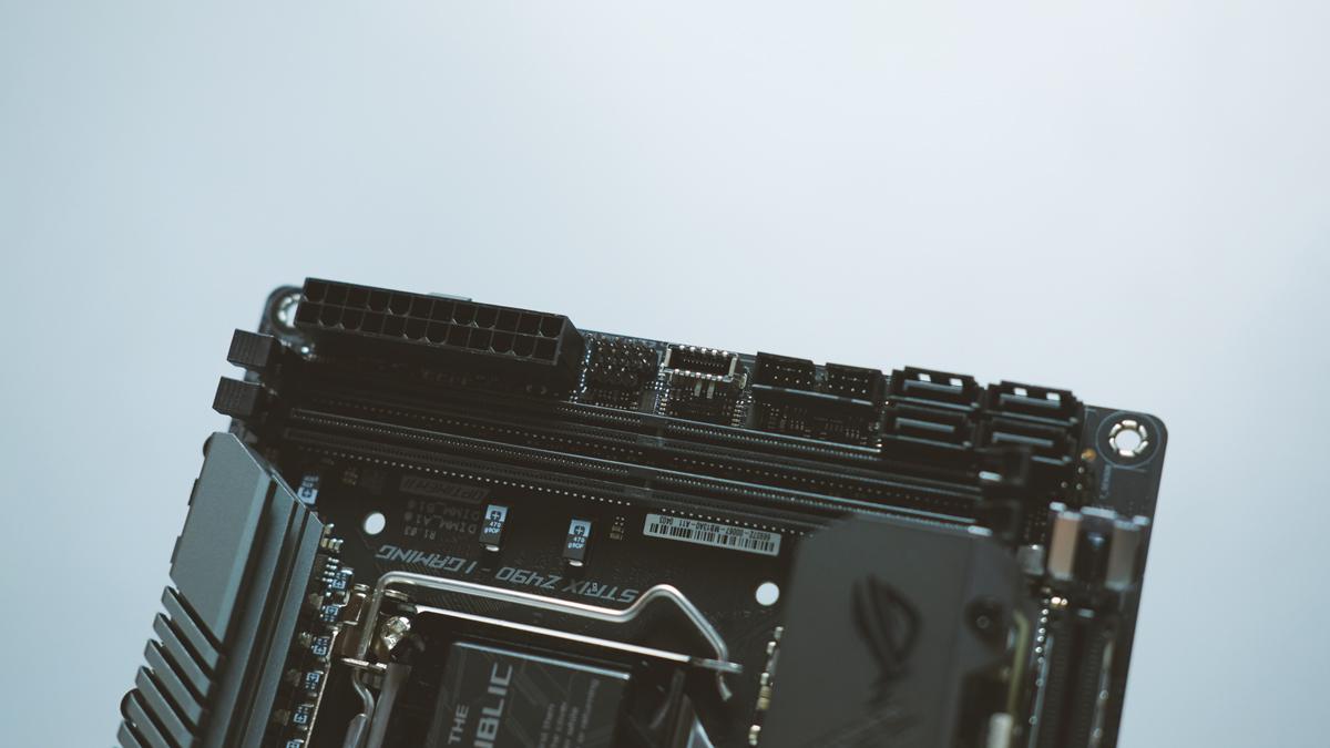 ASUS ROG Strix Z490 I Gaming Preview 7
