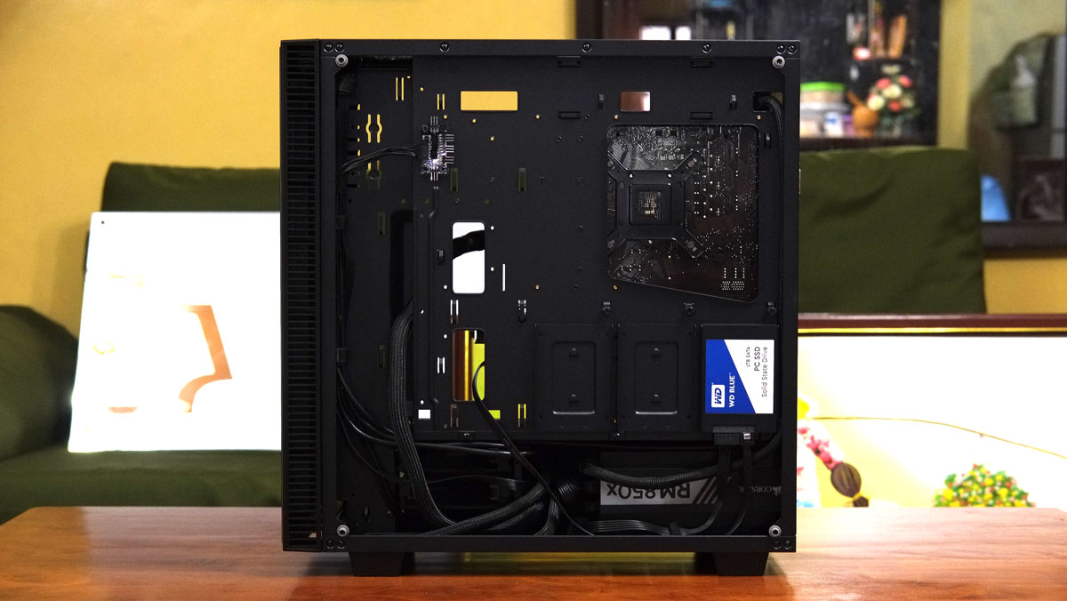 OMEGA-X6-TITAN-Glass-Case-Review-13