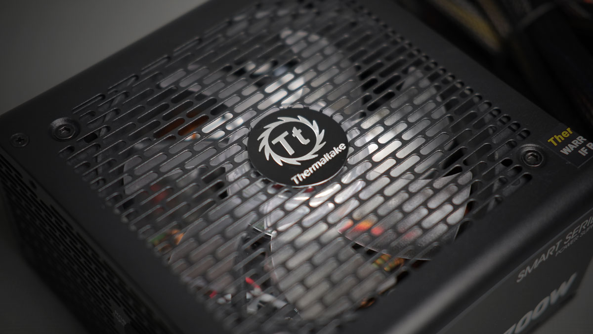 Thermaltake-Smart-RGB-PSU-700W-8